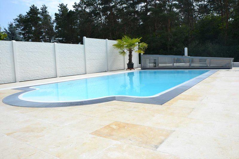 Pool Granada Flow Serie mit Newline Design Poolüberdachung niedrig von Wallnerpool