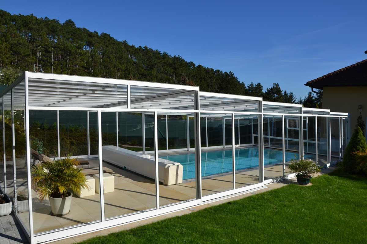 Newline Design Poolüberdachung von Wallnerpool