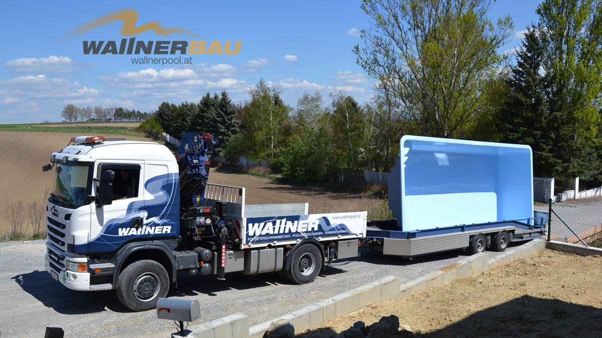 Poollieferung mit Wallnerbau-LKW