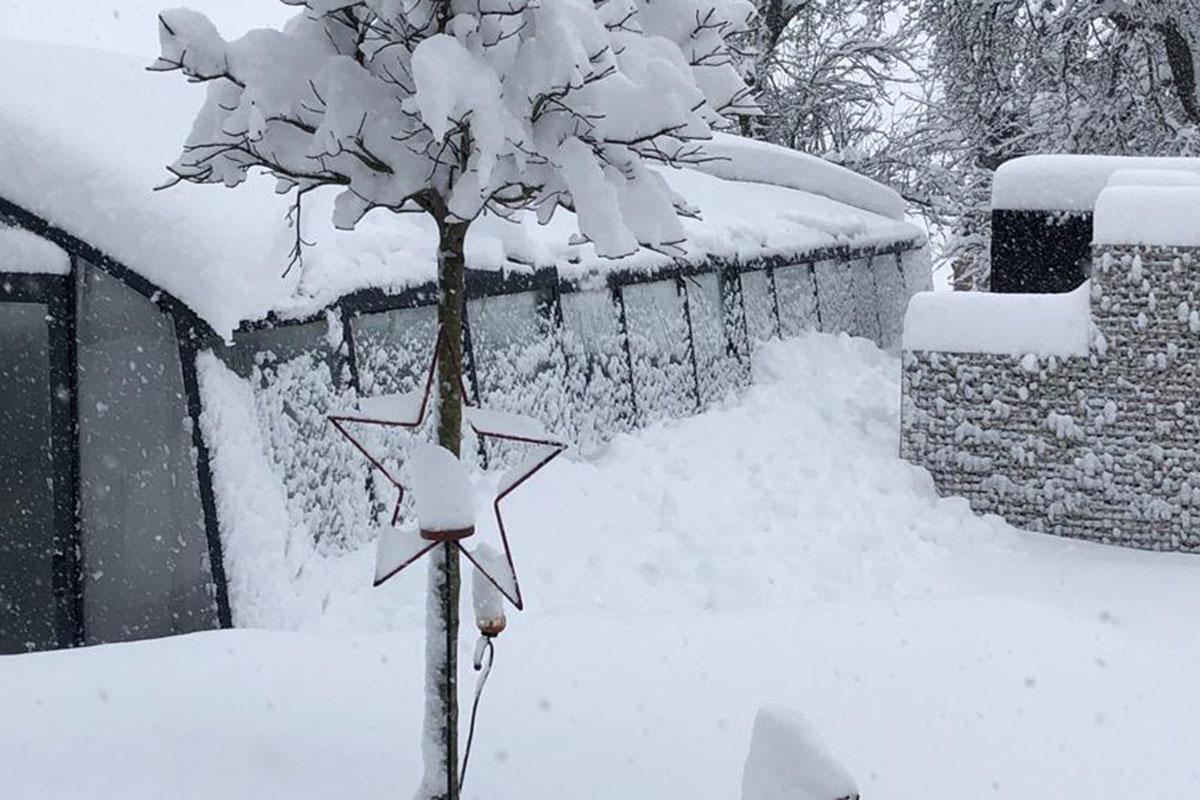 Wallnerpool Poolüberdachung mit Schnee