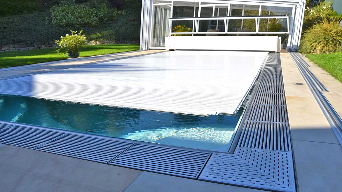 lamellenabdeckung pools und pool berdachungen von. Black Bedroom Furniture Sets. Home Design Ideas